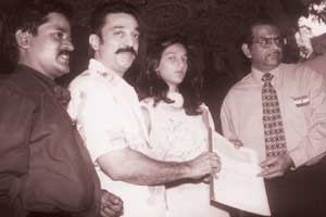 Actor Kamal Hassan Family Photo http://www.kalyanamalaimagazine.com/Content/Thiraichuvai/May12_1_15/Potpourri_of_titbits_about_Tamil_cinema_Kamal_Hassan_page3.html